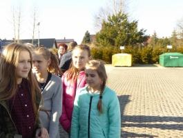 """Uczniowie szkół podstawowych  na """"zielonej lekcji"""" w Urzędzie Gminy Sierakowce i PSZOK-u"""